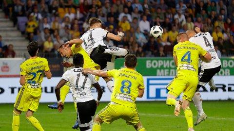 SØDERLUND: Alexander Søderlund (nr. 14) og Rosenborg hadde fortjent uavgjort i den første kampen mot BATE.