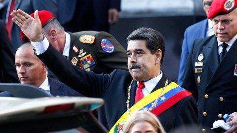 TREKKER SEG: Venezuelas president Nicolás Maduro gjør sitt beste for å sende signaler til USA om at han ikke lar seg pille på nesa av nye sanksjoner. Nå trekker han seg fra videre samtaler med opposisjonen, som støttes av USA.