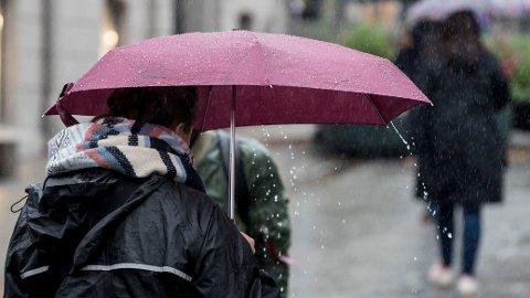 VÅTT: Lørdag og søndag er det Sørlandet som får mest nedbør, men også Vestlandet og deler av Østlandet må belage seg på en våt helg.