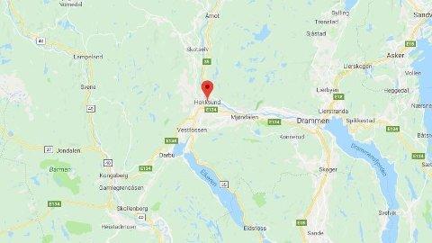 DØDSULYKKE: En person omkom etter en frontkollisjon mellom lastebil og en personbil ved Kolbræk i Hokksund.