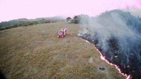 Verdens største regnskog står i brann. Brasil har registrert mer enn 72.000 skogbranner hittil i år. Dette er en økning på 84 prosent sammenlignet med samme periode i fjor. Bildet er tatt i delstaten Mato Grosso, som viser én av de mange brannene i regnskogen.