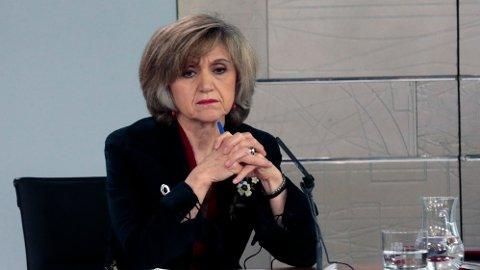 Den spanske helseministeren Maria Luisa Carcedo (bildet) uttalte onsdag at feilbehandlingen skyldes at et laboratoriet hadde blandet og merket feil medisin, som ble sendt ut til apoteker.
