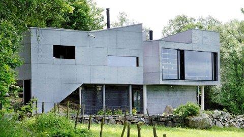 SMAK OG BEHAG: Tommy Sørbø er overrasket over at et bygg som dette vinner en gjev arkitektpris. -At en fagjury mener det prisvinnende huset på fotoet er «poetisk og lekent» er i de flestes øyne og ører en dårlig vits, skriver han i denne kommentaren.