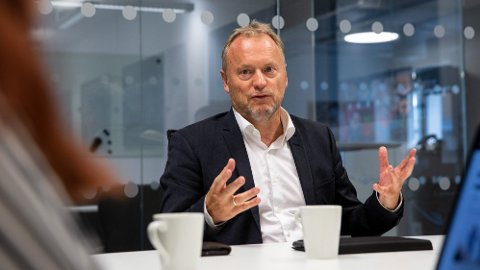 Mandag er byrådsleder i Oslo, Raymond Johansen (Ap), gjesteredaktør i Nettavisen. Han har bakgrunn både som rørlegger og som medlem av SV. Om en uke håper han på gjenvalg!