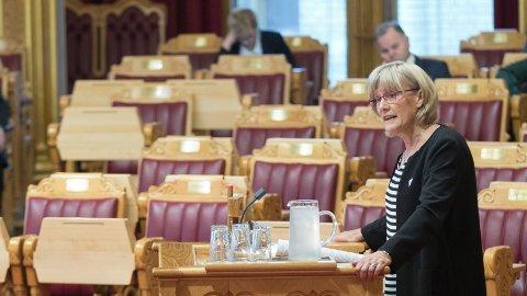 MENER PRAKSIS BØR ENDRES: Stortingspolitiker Karin Andersen (SV) mener at Norge må endre praksis med å utbetale barnebidrag til en forelder som ulovlig har kidnappet sitt barn fra Norge.