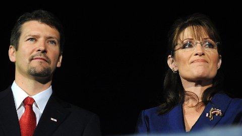 Ifølge CNN er det ektemannens til Sarah Palin, Todd Palin, som leverte inn skilsmissepapirene, hvor det fremgikk at det er umulig for de to å fortsatt leve sammen som ektemann og kone.