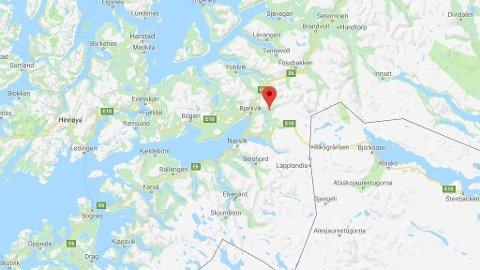 DØDSULYKKE: En person omkom da en personbil kolliderte med en buss i Skånland kommune i Troms.