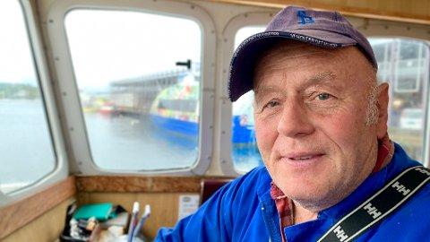 Oddvar Sangedal (65) har levd av å selge reker fra båten sin i Stavanger i snart 35 år. - Vi kommer til å forsvinne, sier Sangedal, som har ventet på svar fra Nærings- og fiskeridepartementet siden mai.