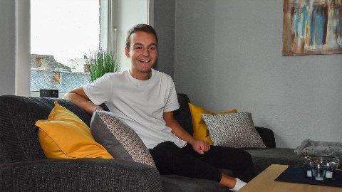 TRIVES: Andreas Bugge Sandmo er glad for å ha kommet inn på boligmarkedet.