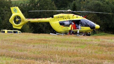 ULYKKE: En to år gammel gutt er fløyet til St. Olavs hospital med luftambulanse etter at han falt ut i en elv i Steinkjer søndag ettermiddag.St. Olavs hospital med luftambulanse.