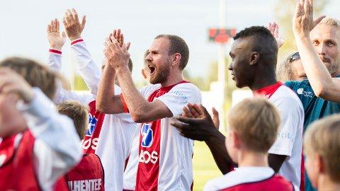 KFUM Oslos Stian Sortevik (midten), jubler etter at Kåffa slo Tromsdalen 2-1 og tok seg til kvartfinale i cupen.