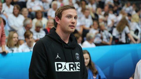 TILSKUER: Sander Sagosen var tilskuer under kampen mellom Elverum og Paris Saint-Germain lørdag.