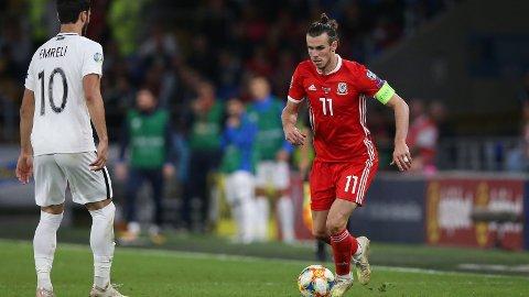 Gareth Bale og Wales skal ut i en meget viktig bortekamp mot Slovakia i kveld.