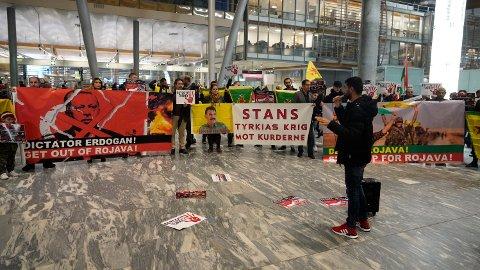 Demonstrasjon på Gardermoen mot Tyrkias invasjon i Syria og krigføringen mot kurdere. Foto: Fredrik Hagen / NTB scanpix