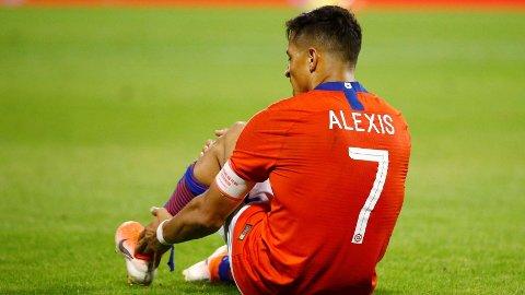 SKADET: Inter-spiller Alexis Sánchez ble nylig skadet under en landskamp for Chile. Nå venter en lang tid på sidelinjen.