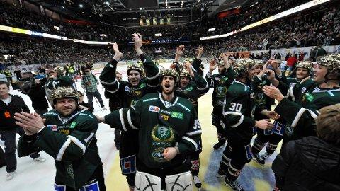 Arkivfoto: Färjestad har vært ett av Sveriges beste hockeylag i årtier. Her feirer Färjestad-spillerne SM-gullet i 2011 etter å ha vunnet 4-1 i kamper mot Skellefteå.