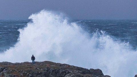 NY STORM: Denne uken kan det bli vått og mye vind flere steder. Her fra da stormen «Urd» herjet på Lista, julen 2016. Foto: Tor Erik Schrøder / NTB scanpix