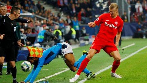 KONTRASTER: Erling Braut Haaland kastet rundt på Napoli-spillerne, men måtte gi tapt til slutt.