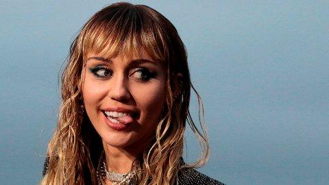 Miley Cyrus utfordrer Instagrams retningslinjer med dristig bilde.