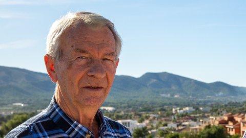 TØFF KRONESMELL FOR PENSJONISTER: Odd Furuseth (80) er fastboende i Albir i Spania. Etter kronen har stadig gått nedover, har det gjort et heftig innhogg i pensjonen.