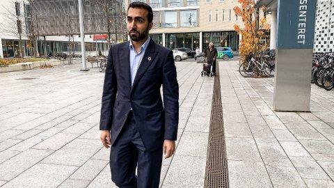 KLASSEREISE: Usman Mushtaq ble nylig hentet inn som rådgiver for Pakistans helseminister. At han har hatt en flerkulturell oppvekst på Stovner var en viktig forutsetning for å få jobben, mener han selv.