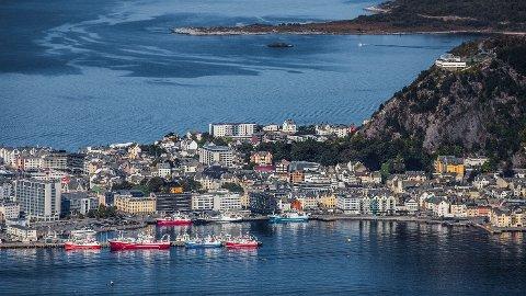 UTEN STRØM: Hele Ålesund sentrum har mistet strømmen.