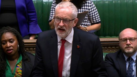 MED: Labour-leder Jeremy Corbyn opplyser at partiet hans går med på nyvalg i Storbritannia.