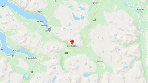 Det har skjedd en ulykke på E6 ved Fossbakken i Lavangen i Troms søndag kveld. Det meldes om lange køer.
