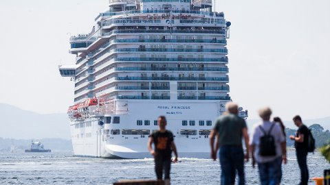 ØNSKER MINDRE AV DETTE: NHO Reiseliv ønske å kutte i cruisetrafikken etter ny rapport om utslipp knyttet til forbruk. Foto: Trond Reidar Teigen / NTB scanpix