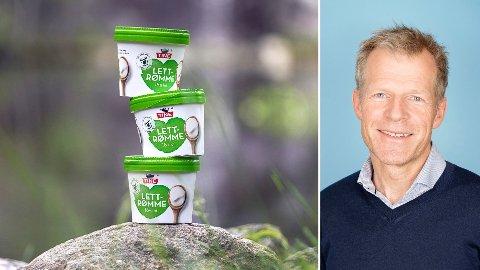 MILJØVENNLIG: Tines rømmebegre av papp har halvert rømmeproduksjonen på meieriet Frya i Gudbrandsdalen fra 8.000 til 4.000 begre i timen. Hovedproblemet har vært at lokket har vært vrient å få på, ifølge bærekraftsjef Bjørn Malm i Tine.