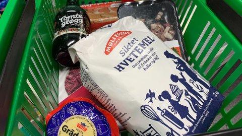 PRISENE STUPER: Priser på julevarer, som mel, ost og gløgg faller.