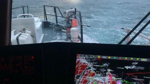 AVSLUTTES: Redningsskøyta Odd Fellow leder redningsaksjonen vest av Sleneset ved Træna i Nordland. En person er savnet etter en kantring i går ettermiddag. 10–15 båter deltar i leteaksjonen.