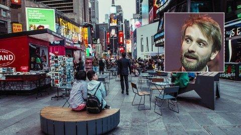 UTEMØBELKOMETEN: Norske Jan Christian Vestre har fått dra hjelp av kronekursen. Møblene fra Haugesund fyller nå et av de mest berømte byrommene i verden, Times Square på Manhattan, New York,