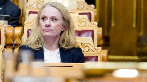 TIL VEGGS: Arbeids- og sosialminister Anniken Hauglie (H) må svare på en rekke spørsmål om trygdeskandalen fra kontrollkomiteen på Stortinget.