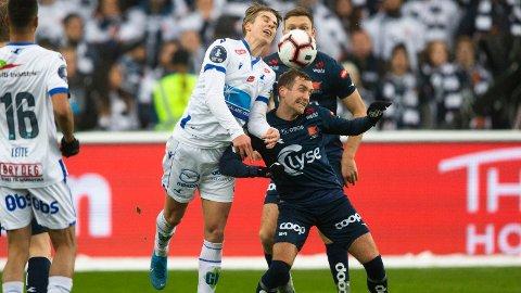 TETT OG JEVNT: Det var mange harde kamper mellom Haugesund og Viking i cupfinalen.