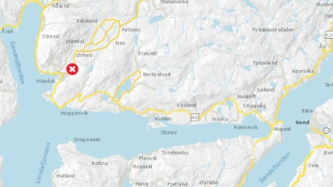 DØDSULYKKE: Politiet fikk melding om ulykken i Vikadal i Vindafjord klokka 11.06 onsdag. En person ble påkjørt av bil og ble senere erklært død av lege.