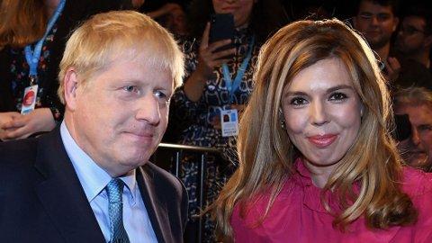 Boris Johnson (55) med kjæresten Carrie Symonds (31).