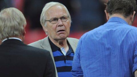 NRK-LEGENDE: Arne Scheie (75) jobbet en mannsalder som journalist og kommentator i rikskringkastingen.