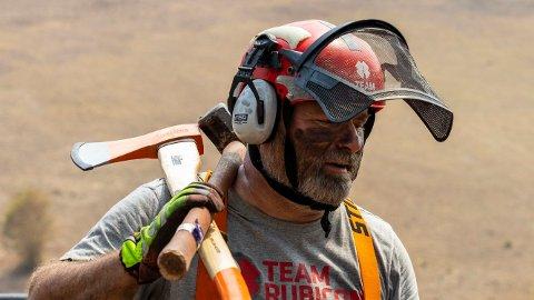 BIDRAR: Frank Sandbye-Ruud fra Risør er en av medlemmene i veterannettverket Team Rubicon Norge som sammen med kolleger fra Australia de neste to ukene skal jobbe med å rydde opp etter de mange skogbrannene.