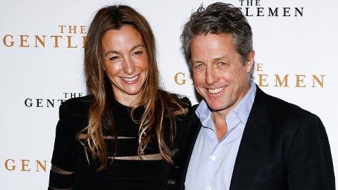 Hugh Grant promoterer sin nyeste film ved siden av hans svenske kone Anna Elisabet Eberstein tidligere i desember. Nå åpner han for en sjelden gang opp om familielivet.