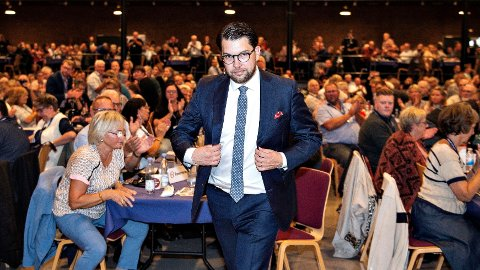 LEDER: Sverigedemokratenes holdning til innvandring, har gjort partiet uspiselig for de andre partiene i Sverige. Det har Sverigedemokratene og partileder Jimmie Åkesson høstet oppslutning på.