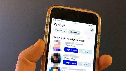Det er flere som oppgir at de undrer seg over hvilke personer Facebook mener de kanskje kjenner. En populær teori er at det kan være personer som har søkt deg opp og besøkt profilen din. Facebook avviser at det stemmer.