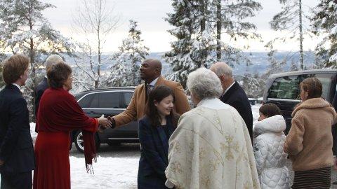 MED KONGEPARET: Kjæresten til Märtha Louise, Durek Verrett, er med kongefamilien på gudstjeneste 1. juledag.