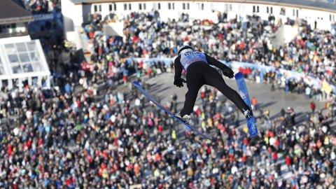 KANONHOPP: Marius Lindvik viste seg frem i nyttårshopprennet i Garmisch-Partenkirchen.