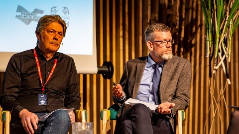 Politisk redaktør i Dagens Næringsliv, Kjetil Alstadheim, i paneldebatt med Nettavisen-redaktør Erik Stephansen i Tromsø i høst.