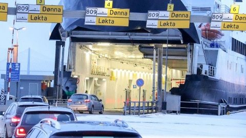 DYRERE: Fra 1. januar 2020 gjorde billettprisene på ferger og hurtigbåter i Nordland et kraftig hopp. Her ligger MF Møysalen til kai i Sandnessjøen og venter på biler som skal til Dønna.