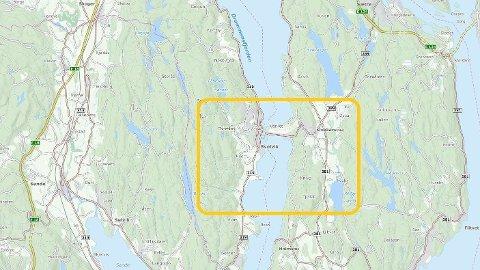 STØRRE UTSLIPP: Det skal være store mengder diesel som har lekket ut i Drammensfjorden ved Svelvik.