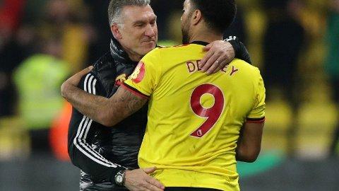 Nigel Pearson har hatt suksess som Watford-manager etter at han overtok laget i desember. Her sammen med toppscorer Troy Deeney Tirsdag kveld venter omkamp borte mot League One-laget Tranmere.