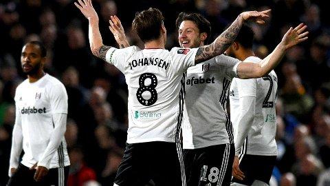 Harry Arter gratuleres av Stefan Johansen etter å sendt Fulham i ledelsen 2-1 hjemme mot Fulham i 3. rundekampen hjemme mot Aston Villa for to uker siden.