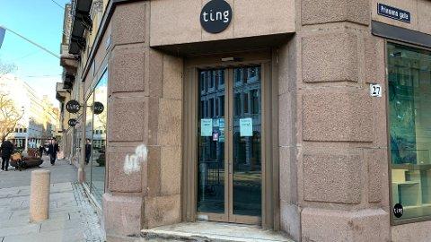 INGEN TING: Stengte dører i Oslo mandag ettermiddag.